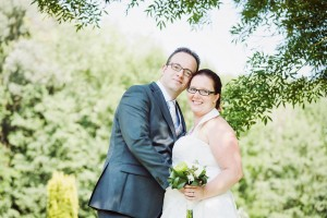Trouwfoto van Leon en zijn vrouw Ellen. Ze zijn ruim een jaar geleden getrouwd en hebben twee kinderen.
